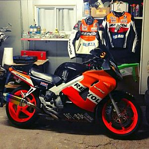My Project 2000 VFR 800 Repsol